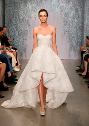 Фото: Пышные свадебные платья невысоким девушкам