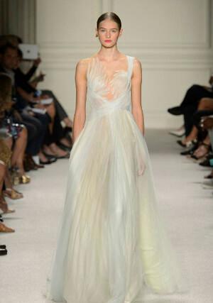Фото: Пышные свадебные платья обладательницам фигуры Яблоко