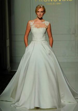 Фото: Пышное свадебное платье А-силуэта