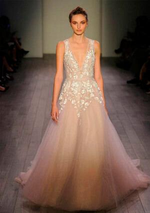 Фото: Пышные свадебные платья: модные цвета - слоновая кость