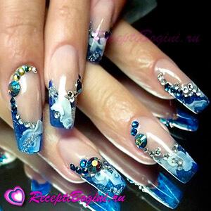 Фото: Дизайн ногтей к 8 марта со стразами - синий френч