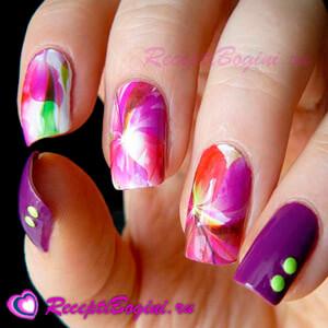 Фото: Дизайн ногтей к 8 марта с цветами - фиолетовый