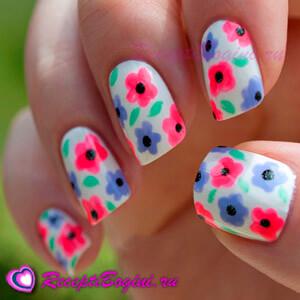 Фото: Дизайн ногтей к 8 марта с мелкими цветами