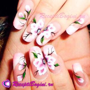 Фото: Дизайн ногтей к 8 марта с нежными цветами