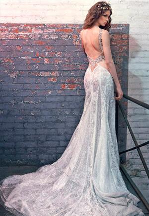 Фото: Свадебное платье русалка: прозрачность и длинный шлейф