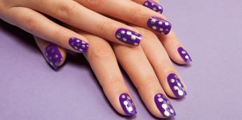Модный фиолетовый маникюр: фото